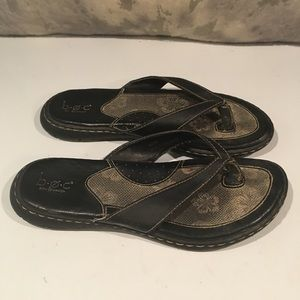 COMFORTABLE BOC LEATHER FLIP FLOPS SIZE 8